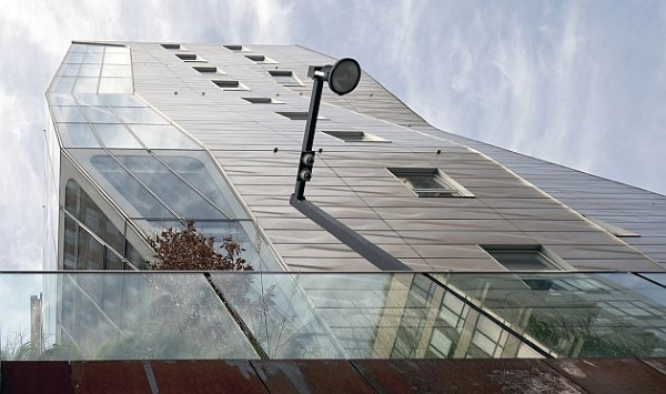 El paseo para peatones está al mismo nivel que el segundo piso del HL23