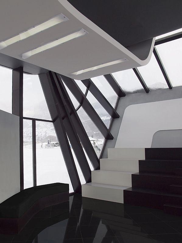 La disposición de los asientos en la sala de embarque ahorra espacio.