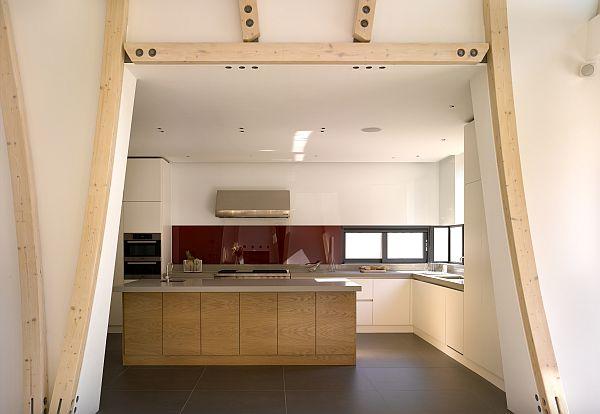 La cocina puede verse a través de un corte en el muro del fudre
